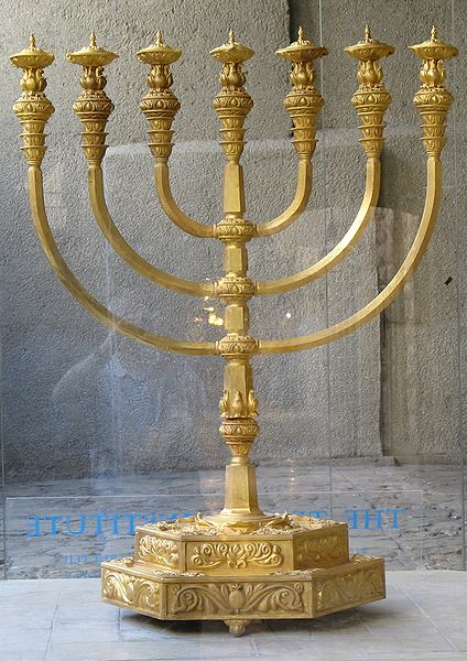 Reproduktion der Menora des 2. Tempels